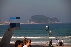 Wieża obserwacyjna ratownicy na plaży Zarautz zdjęcie royalty free