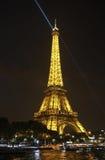 Wieży Eifla światło reflektorów Fotografia Stock