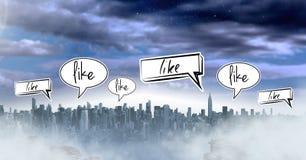Wie Chatblasen über Stadt Stockfotos