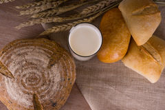 Wieś - chleb z mlekiem Fotografia Stock