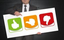 Wie Daumen wird Plakat vom Geschäftsmann gehalten Stockfoto