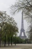 Wieża Eifla na chmurnym wiosna dniu Zdjęcie Stock