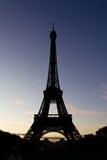 Wieża Eifla przy zmierzchem zdjęcia royalty free