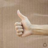 Wie Hand auf Recycle Papier stockbild