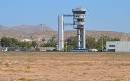 Wieża kontrolna przy Alicante lotniskiem Zdjęcia Royalty Free