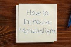 Wie man den Metabolismus erhöht, der auf einer Anmerkung handgeschrieben ist Stockbild
