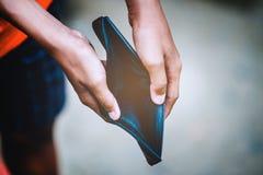 Wie man Geld on-line und das Geld verdient, um Geschäft zu tätigen finanziell stockfoto