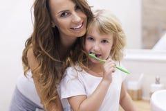 Wie man Ihre Zähne putzt Stockbild