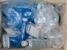 Wie man Plastik zu Hause aufbereitet lizenzfreies stockfoto