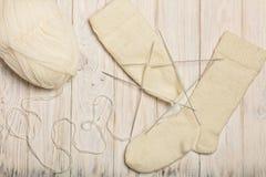 Wie man Socken auf fünf Nadeln strickt Foto 10 Stockfoto