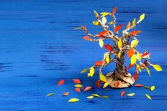 Wie man zusammen mit Kinderherbstbaum macht Schritt 10 lizenzfreie stockbilder