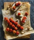 Wieśniak Piec czosnek na Chiabata & pomidory Obrazy Stock