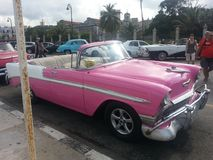 Wie rosa Auto in Havana, Kuba stockfotos