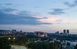 Wieczór widok Abudża, Nigeria& x27; s stolica; Piękny pejzaż miejski fotografia stock