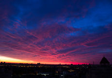 Wieczór Cloudscape w mieście Obrazy Stock