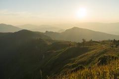 Wieczór góry krajobraz z zmierzchem Fotografia Stock