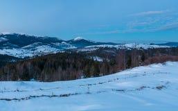 Wieczór mrocznej zimy grani halna panorama obrazy royalty free