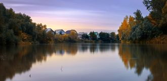Wieczór na jesieni rzece Aley zdjęcia royalty free
