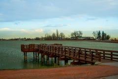 Wieczór na jeziorze i molu Obrazy Stock