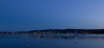Wieczór na Marina brzeg Zdjęcie Royalty Free