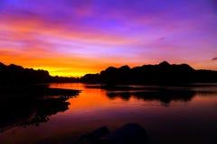 wieczór nieba morza pomarańczowy krajobraz Wietnam wierzchołka miejsce przeznaczenia, brzęczenia Tęsk zatoka obrazy royalty free