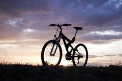 Wieczór odtwarzanie z bicyklem Zdjęcia Royalty Free