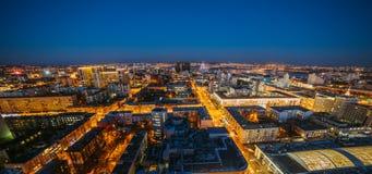 Wieczór pejzaż miejski od dachu Domy, nocy światła, centrum miasta Voronezh puszek Obrazy Royalty Free