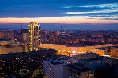 Wieczór pejzaż miejski od dachu Domy, nocy światła Voronezh d Fotografia Royalty Free