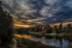 Wieczór przy jasną rzeką Obraz Stock