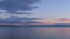 Wieczór rzeki krajobraz Błękitny i różowy niebo przy zmierzchem Interwał strzelanina, czasu upływ Rosja, Saratov miasto Volga rze zbiory