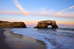 Wieczór scena naturalna most plaża Zdjęcia Stock