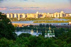 Wieczór, sumer Vydubitsky monaster w Kijów krajobraz, Ukraina Obrazy Royalty Free