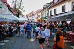 Wieczór tłumy w Zagreb, Chorwacja zdjęcie royalty free