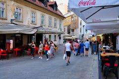 Wieczór tłumy w Zagreb, Chorwacja obrazy royalty free