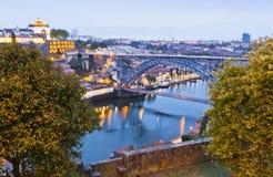 Wieczór widok Dom Luis Porto, Portug Przerzucam most i Duoro rzeka Zdjęcie Stock