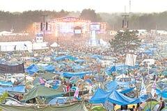 Wieczór widok koncert na głównej scenie i namiotach Obraz Stock