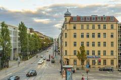 Wieczór widok na Hackerbrucke ulicie w Monachium, Bavaria, Niemcy Obrazy Stock