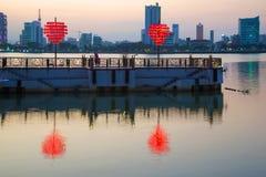 Wieczór zmierzch na molu kochankowie Da Nang, Wietnam Zdjęcia Royalty Free