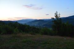 Wieczór zmierzch nad górami Zdjęcia Royalty Free
