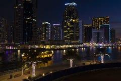 Wiecz?r wysoki teren Dubaj obrazy stock