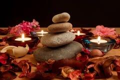 Świeczka i kamienie, Obraz Royalty Free