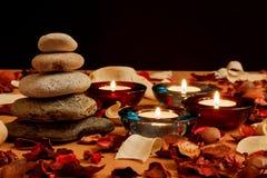 Świeczka i kamienie, Obrazy Royalty Free
