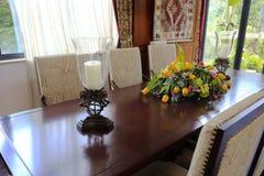 Świeczka na stole i tulipan Obraz Stock