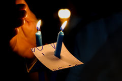Świeczka w zmroku Zdjęcie Stock