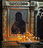 świeczki stać na czele ikonę Zdjęcie Stock