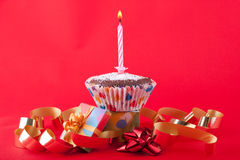 świeczki urodzinowa babeczka obrazy stock