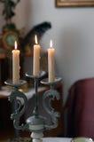 Świeczki w candlestick w rocznika stylu Obrazy Stock