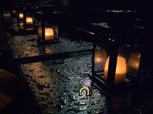 Świeczki w deszczu obrazy royalty free