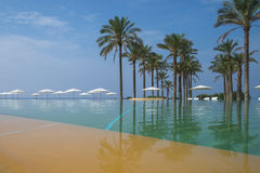 Wieczność basen w sicilian hotelu Zdjęcie Stock