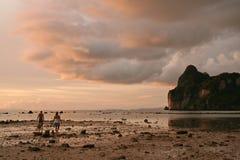 wieczorem andaman koh phiphi słońca obraz stock